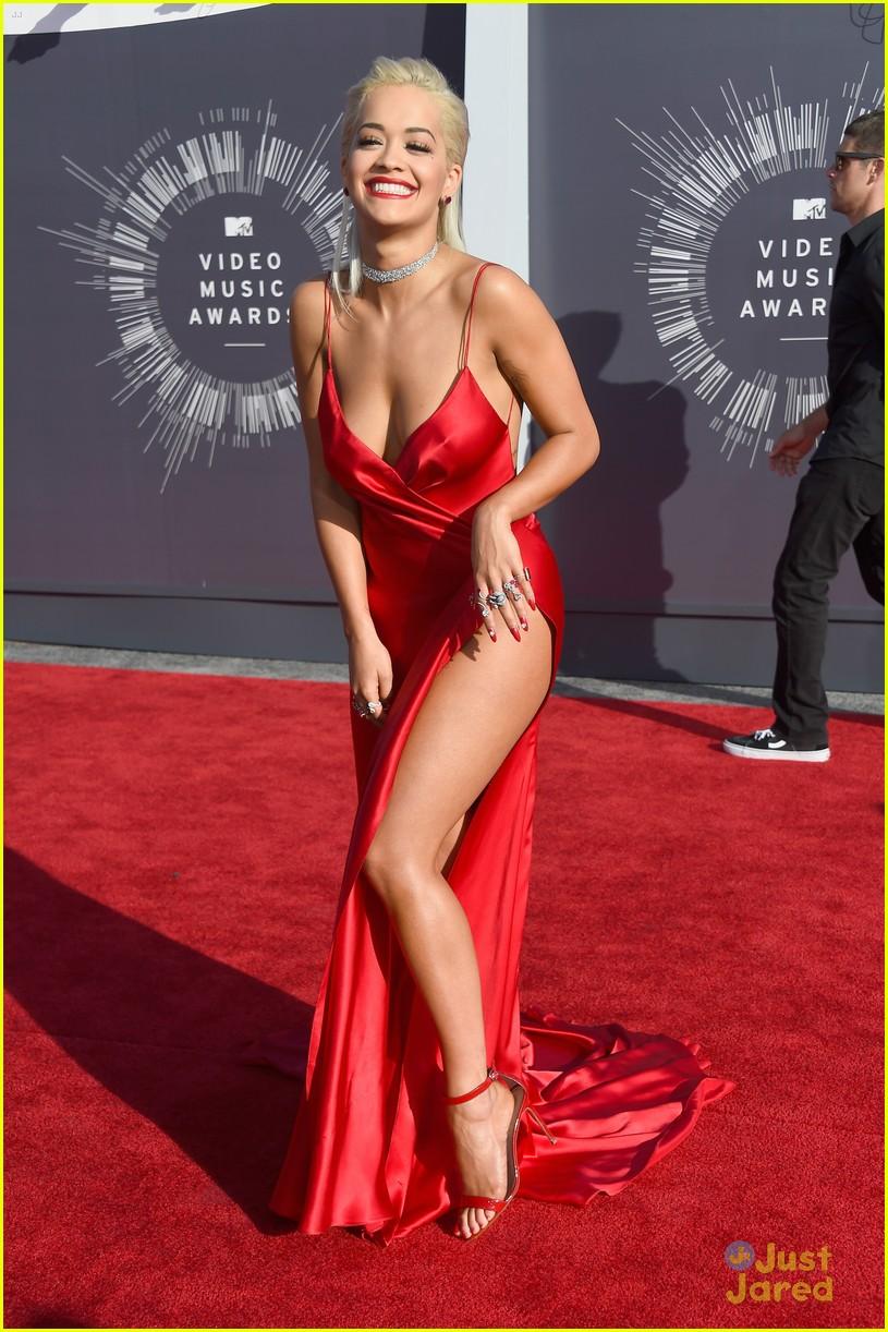 Rita Ora Shows Off A Lot Of Leg At The Mtv Vmas 2014