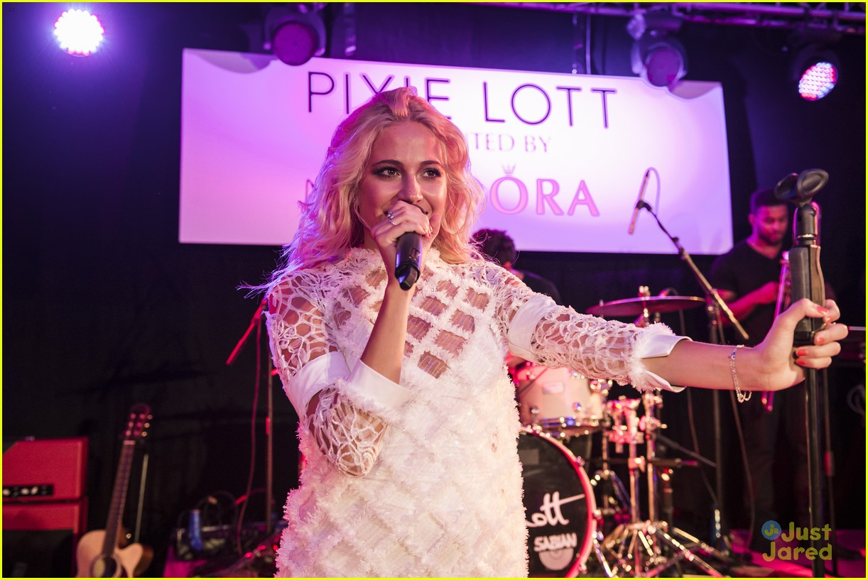 pixie lott outfit switch album launch performance 24