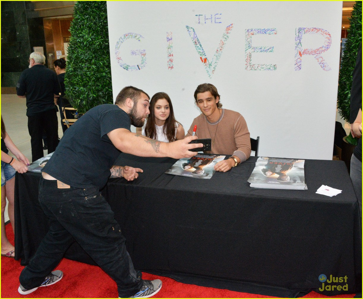 odeya rush brenton thwaites the giver cherry hill 14