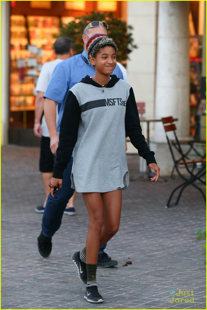 willow smith supports big bro jaden with a msftsrep