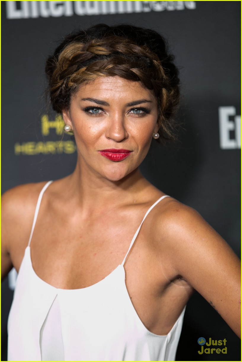 jessica szohr scott foster ew emmy party 04