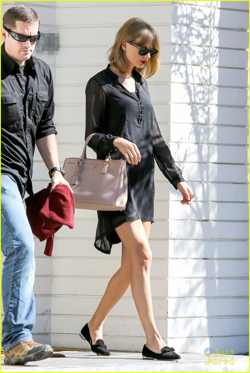 taylor swift steps out after near run in with john mayer 01