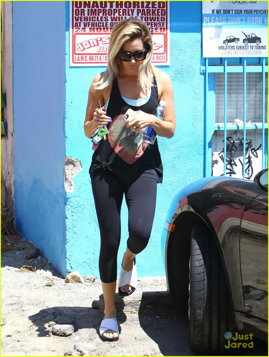 ashley tisdale yoga stop buzzys tweet 08