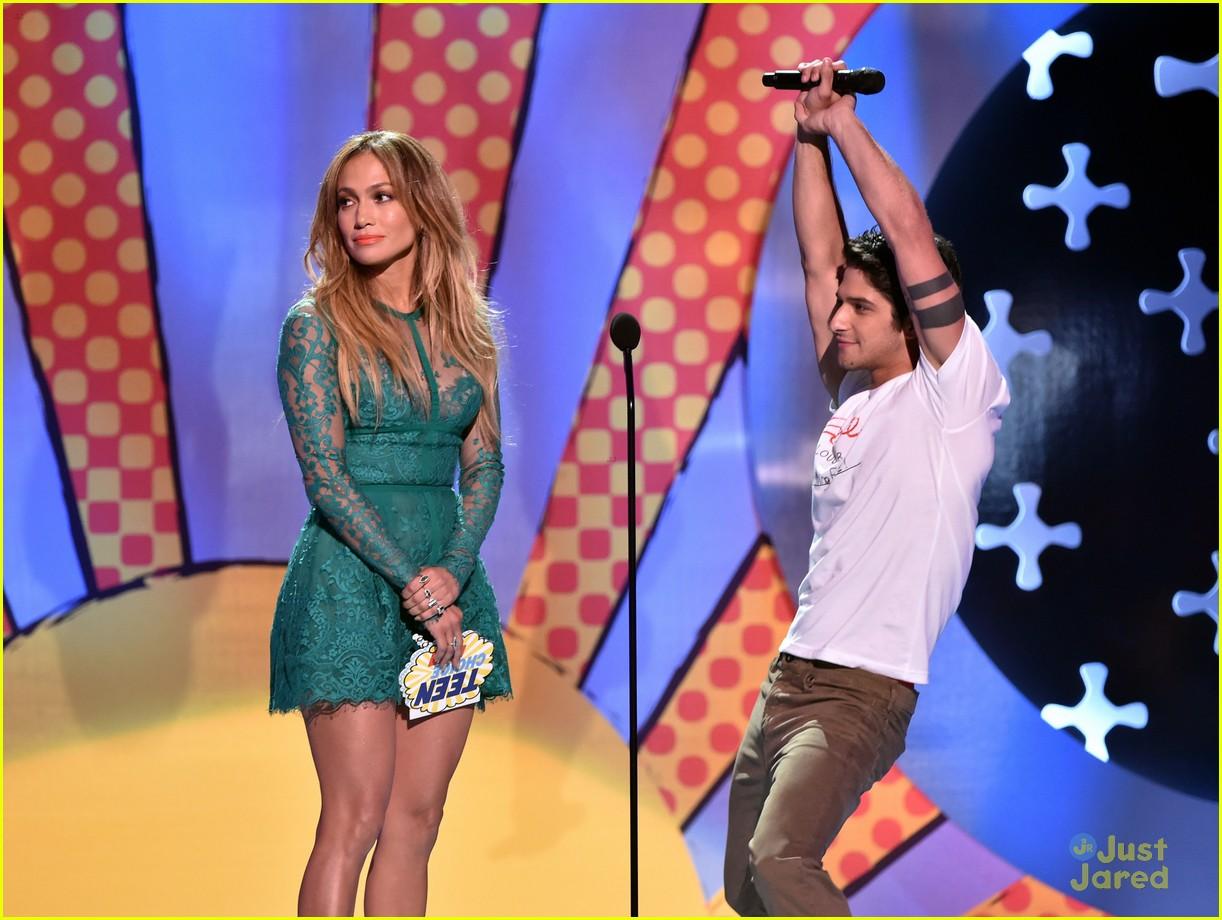 tyler posey jennifer lopez reunion teen choice awards 03