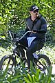 kellan lutz bikes around venice beach 07