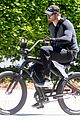 kellan lutz bikes around venice beach 10