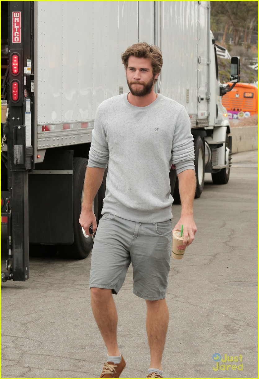 liam hemsworth steps out after miley cyrus love declaration 01
