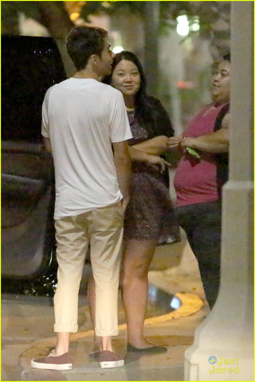 nathan sykes hugs fans west hollywood 06