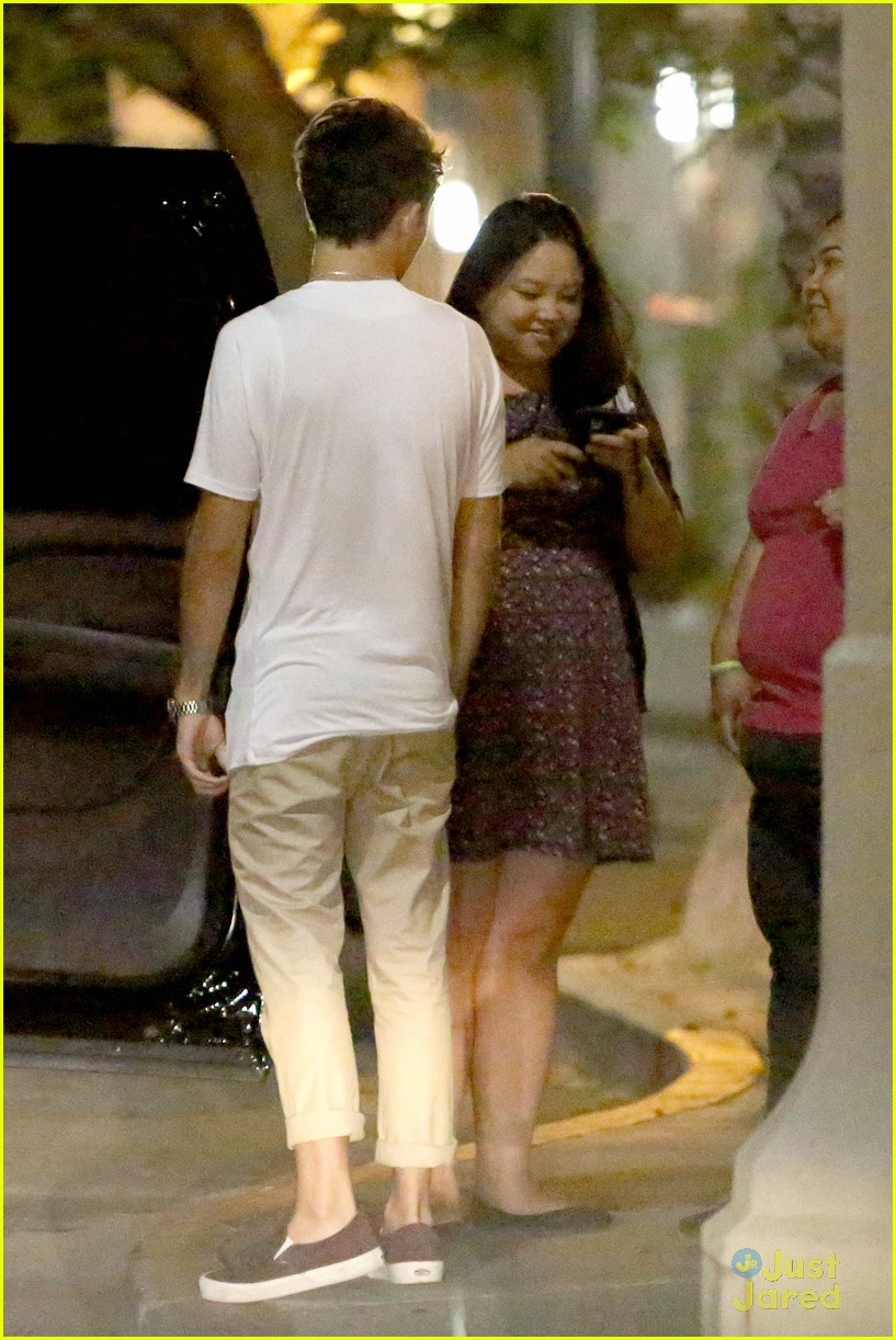nathan sykes hugs fans west hollywood 08