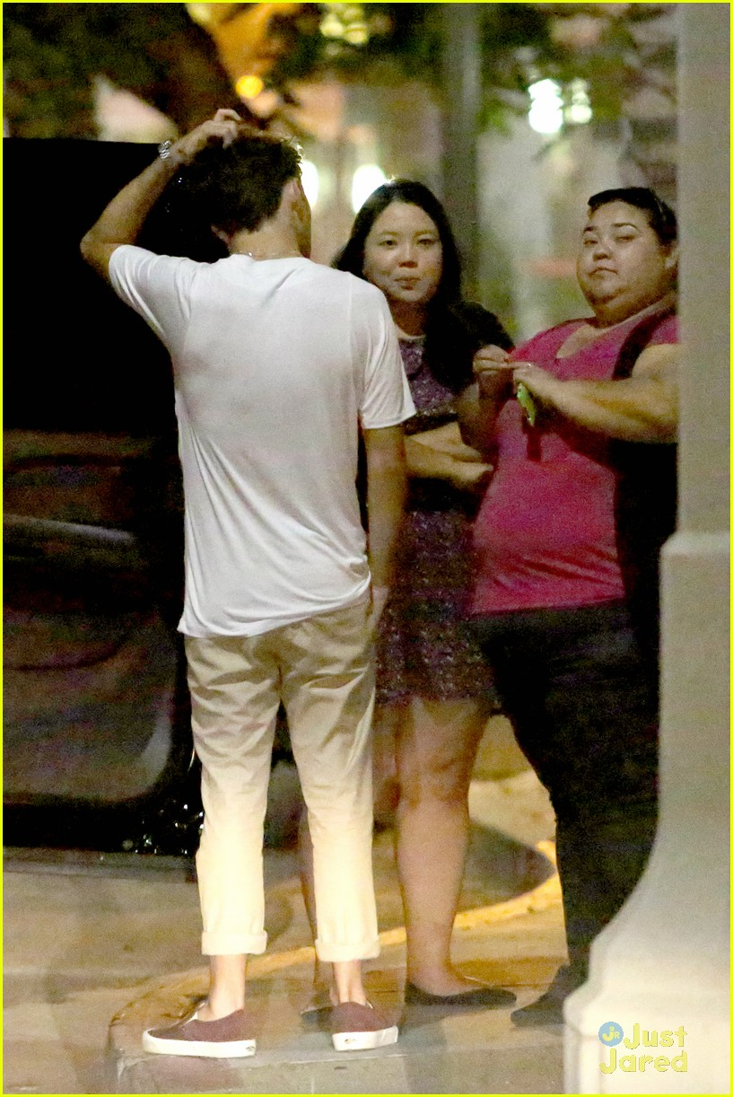 nathan sykes hugs fans west hollywood 10