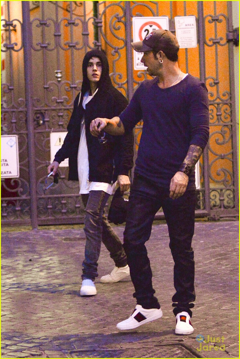 justin bieber dad jeremy become tourists in rome 05