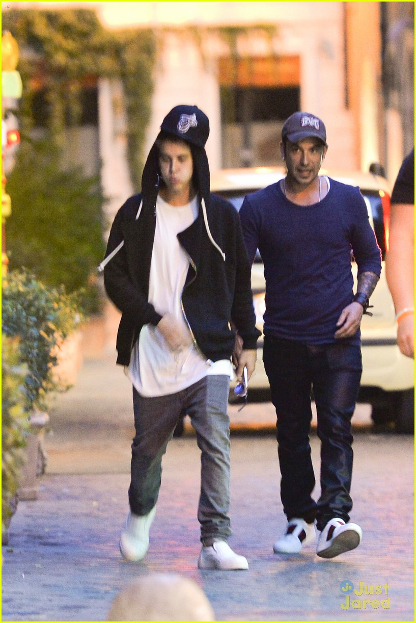 justin bieber dad jeremy become tourists in rome 21