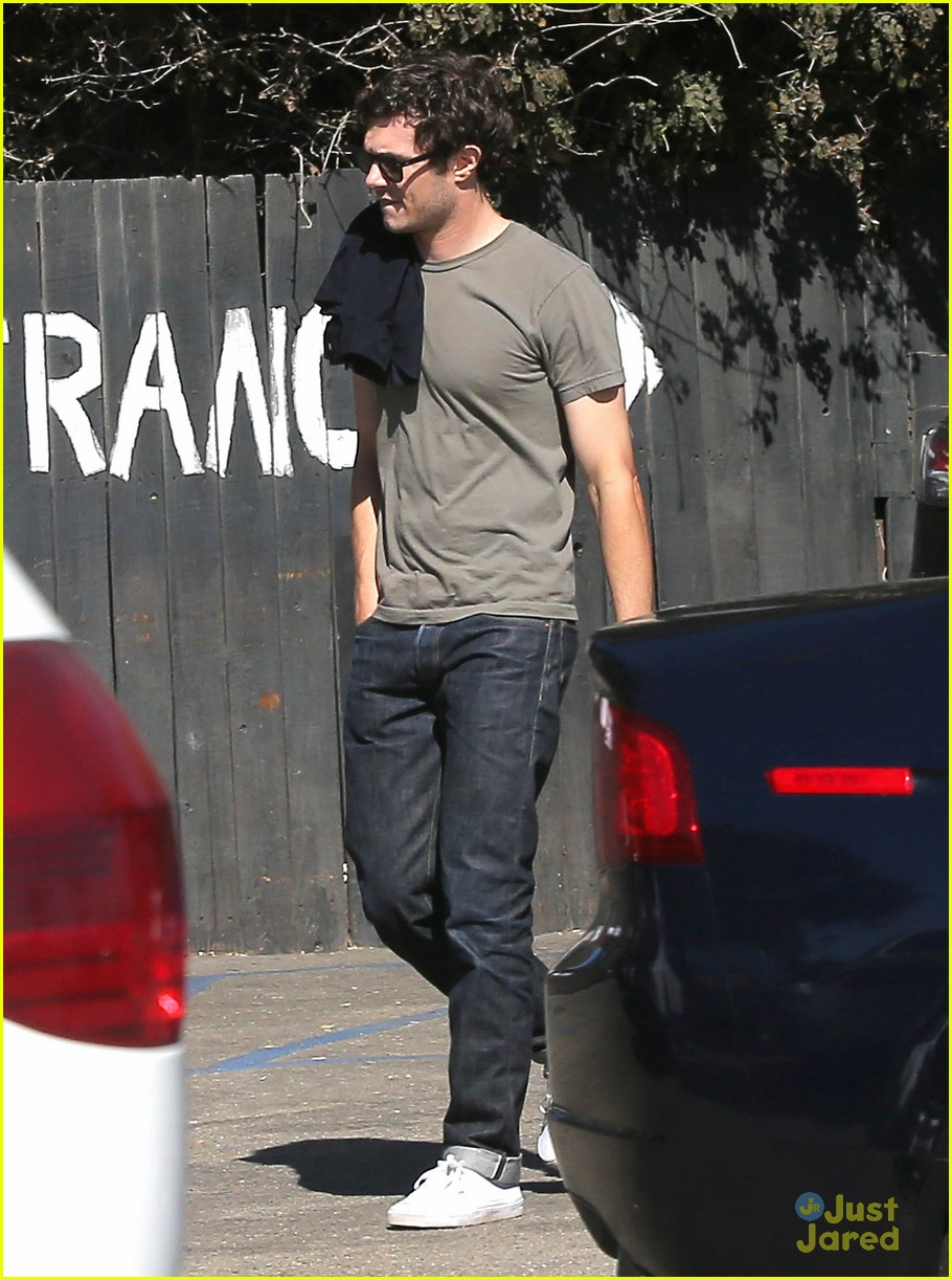 leighton meester adam brody take their family to lunch 18