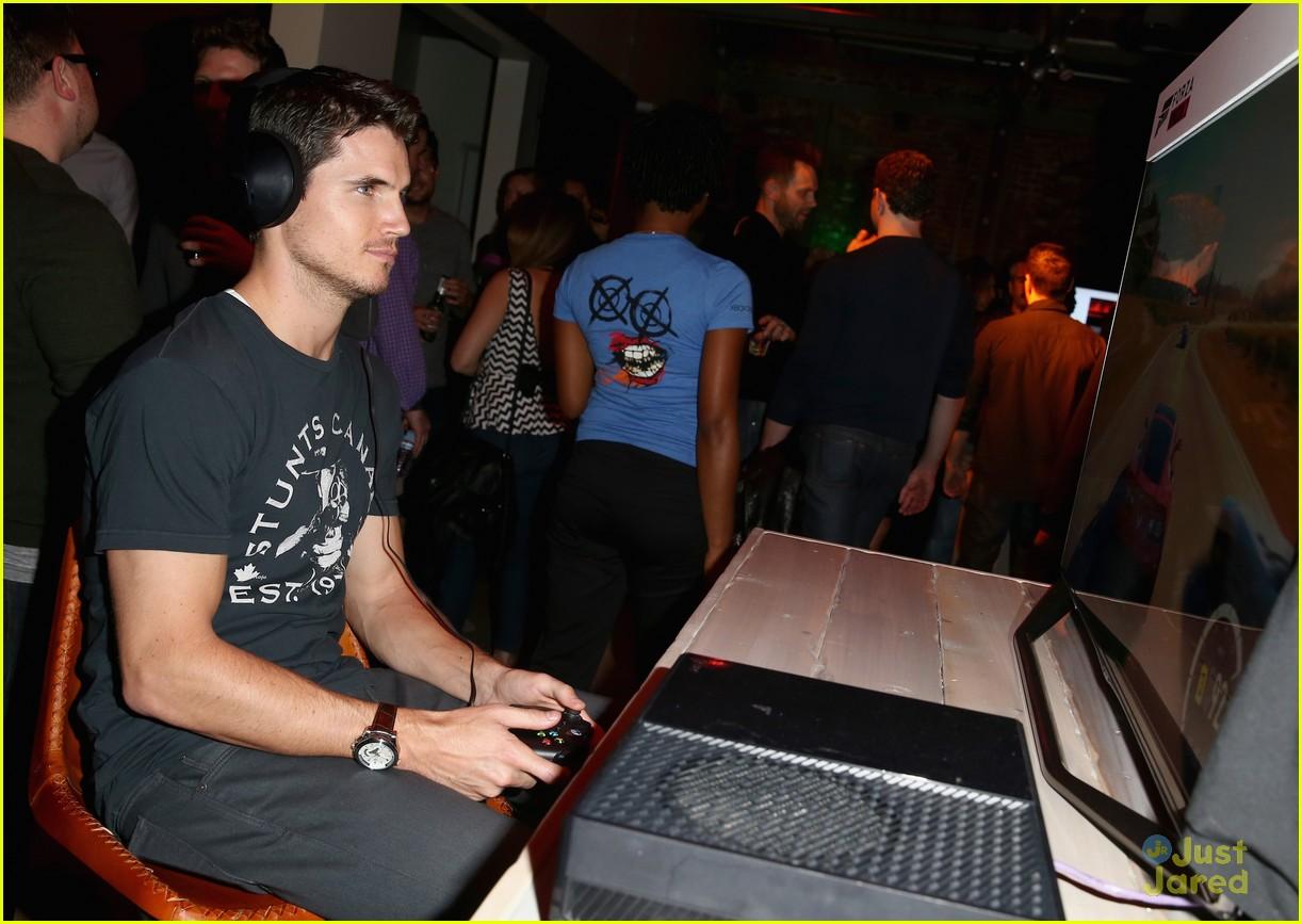robbie amell meet firestorm the flash 06