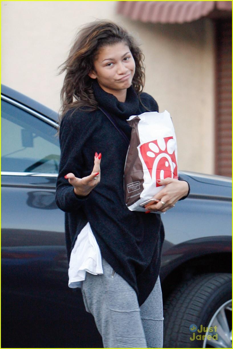 Zendaya Brings Val Janel Food Dwts Practice 01