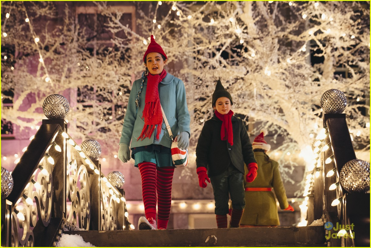 Bailee Madison Brings Christmas Magic To \'Northpole\' On Hallmark ...