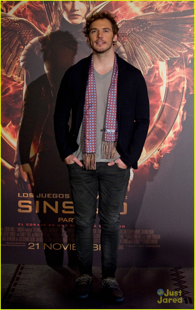 sam claflin opens up on giving up soccer dream 05