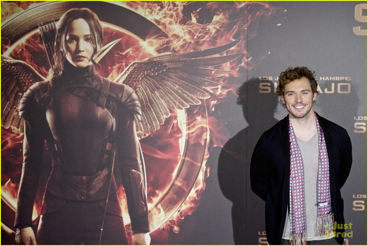 sam claflin opens up on giving up soccer dream 09