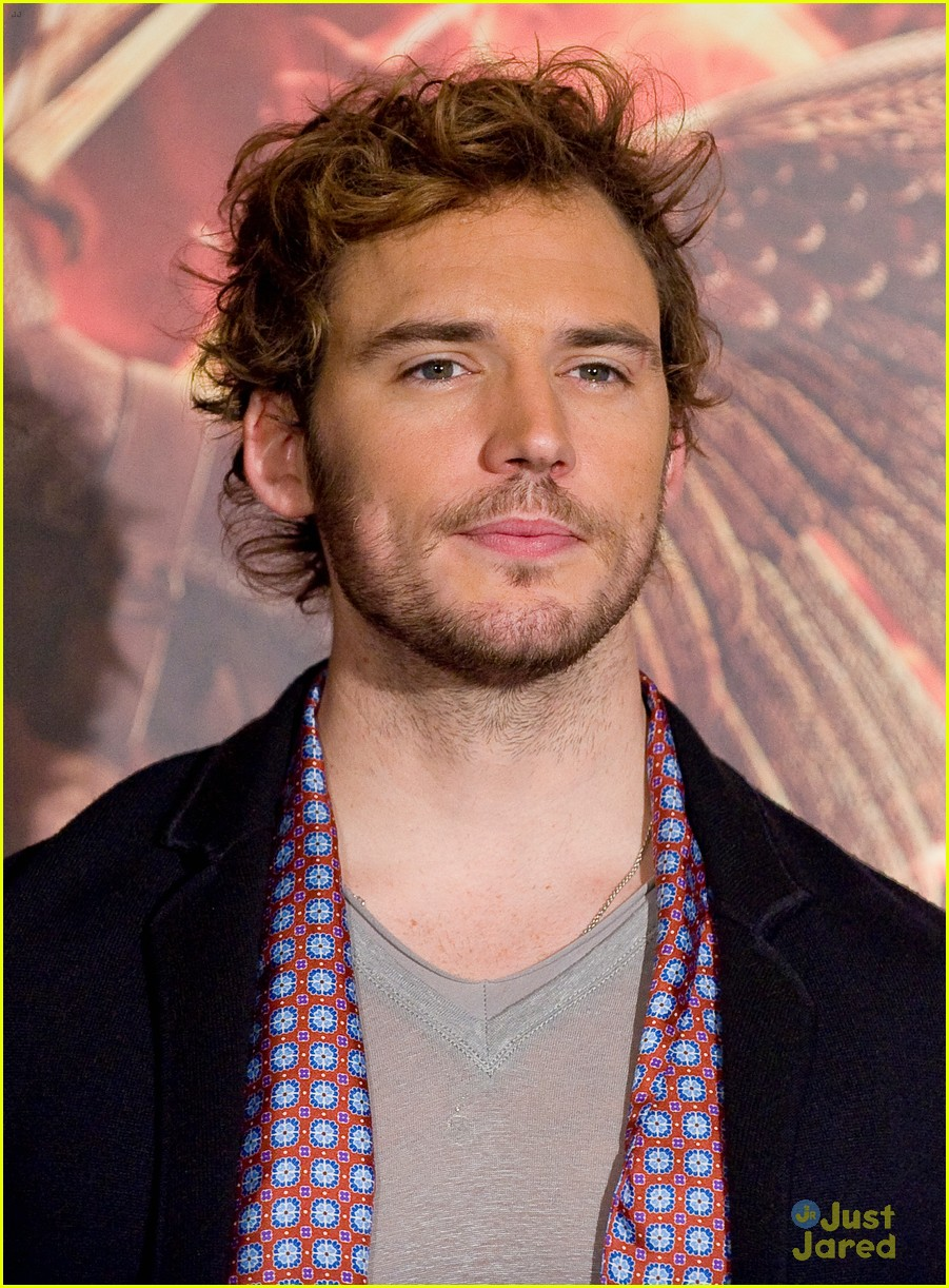 sam claflin opens up on giving up soccer dream 22
