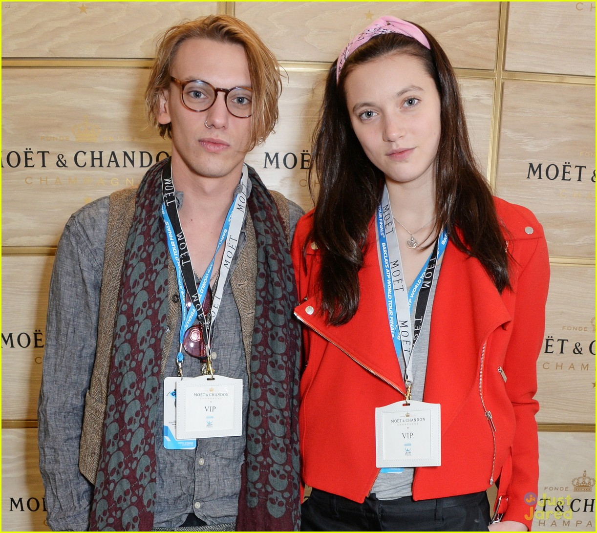jamie campbell bower matilda lowther make one very cute couple 04