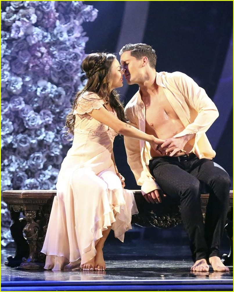 dwts val dating janel Val chmerkovskiy and janel parrish val chmerkovskiy has had a hard time keeping his emotions out of it when it comes to dancing with the stars,  smirnoff began dating fellow dancing with the stars pro maksim chmerkovskiy in the summer of 2008 things got serious very quickly between the two and they were engaged by december 2008.