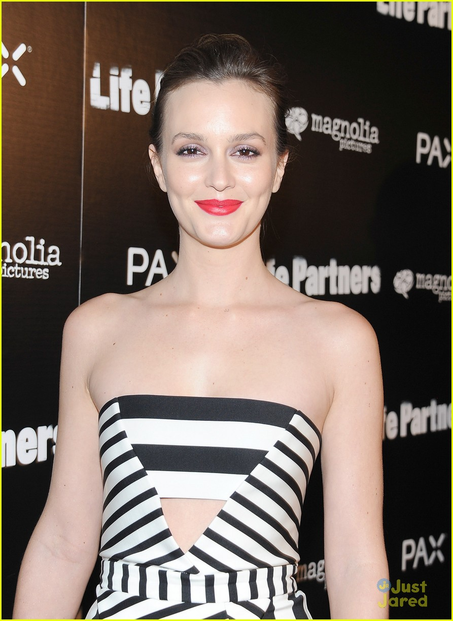 leighton meester gillian jacobs life partners premiere 04