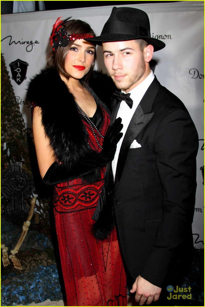 nick jonas olivia culpo 1920s couple vegas halloween 05  sc 1 st  Just Jared Jr. & Nick Jonas u0026 Olivia Culpo Couple It Up For Halloween In Vegas - See ...