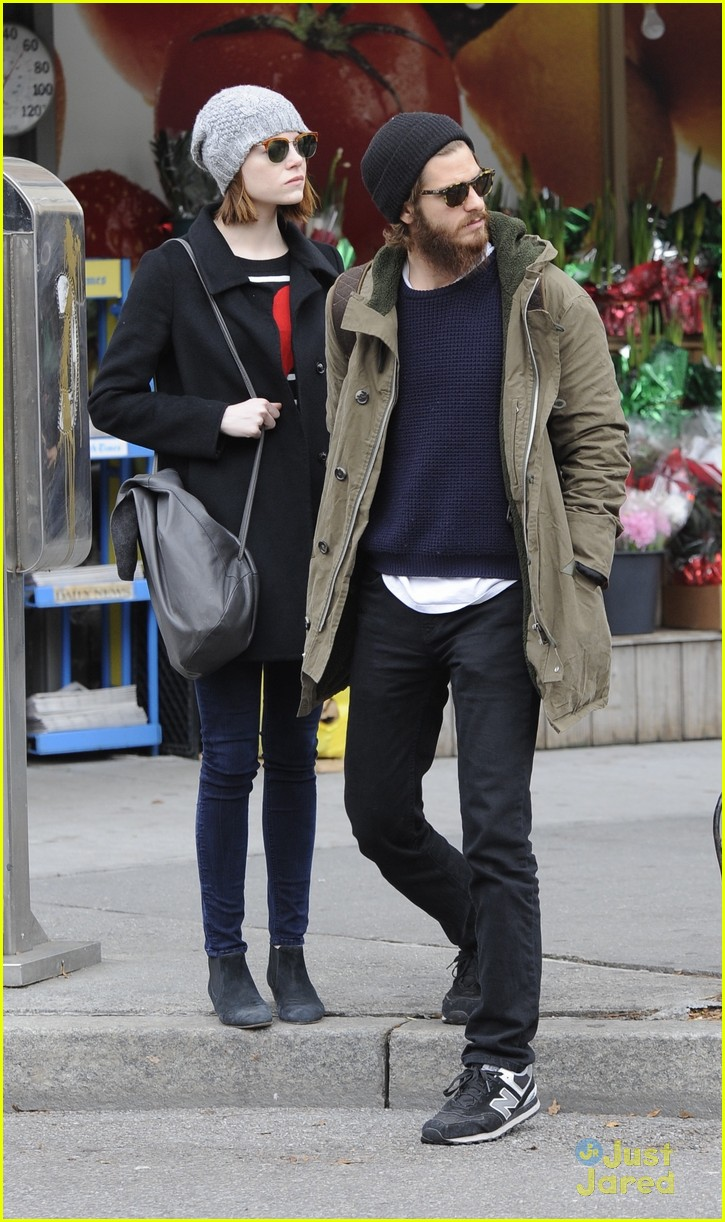 emma stone andrew garfield get alone time 01
