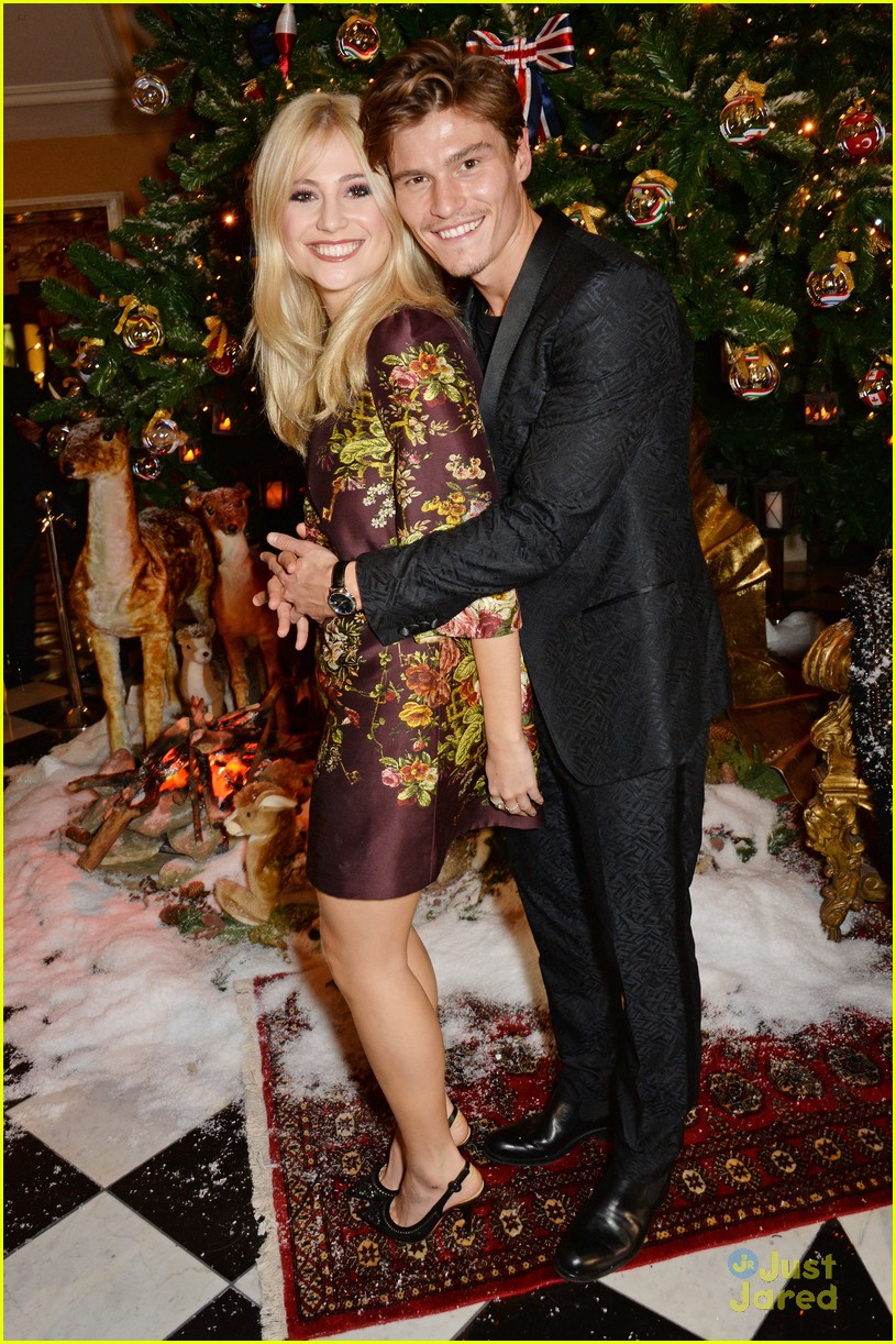 Tom Felton Kisses Jade Olivia Underneath The Mistletoe At Claridge\'s ...