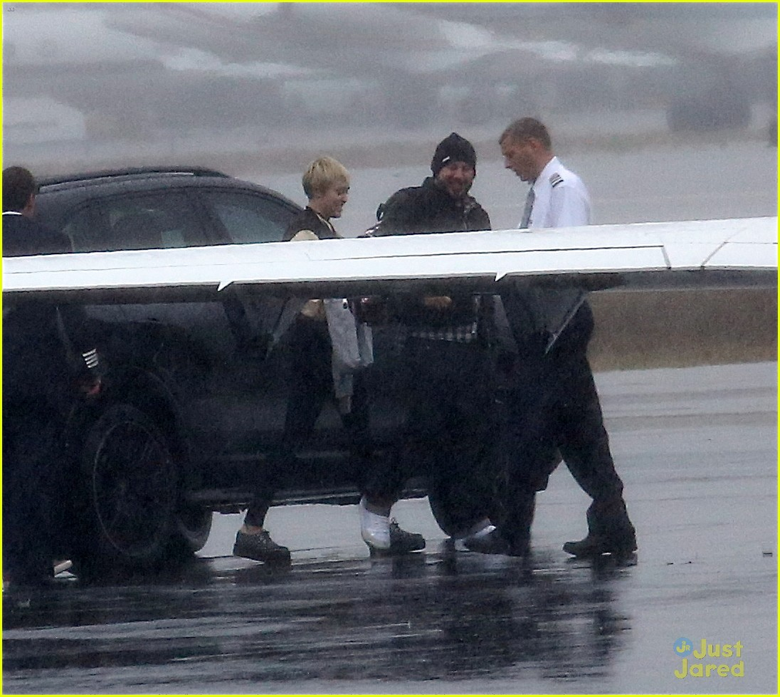 miley cyrus patrick schwarzenegger on private jet 06