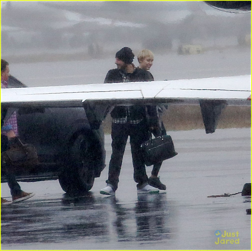 miley cyrus patrick schwarzenegger on private jet 11