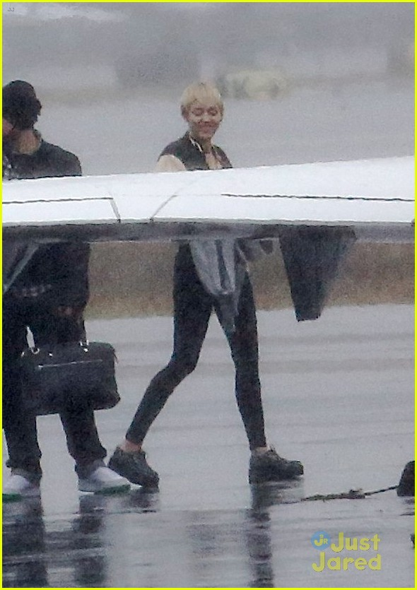 miley cyrus patrick schwarzenegger on private jet 17