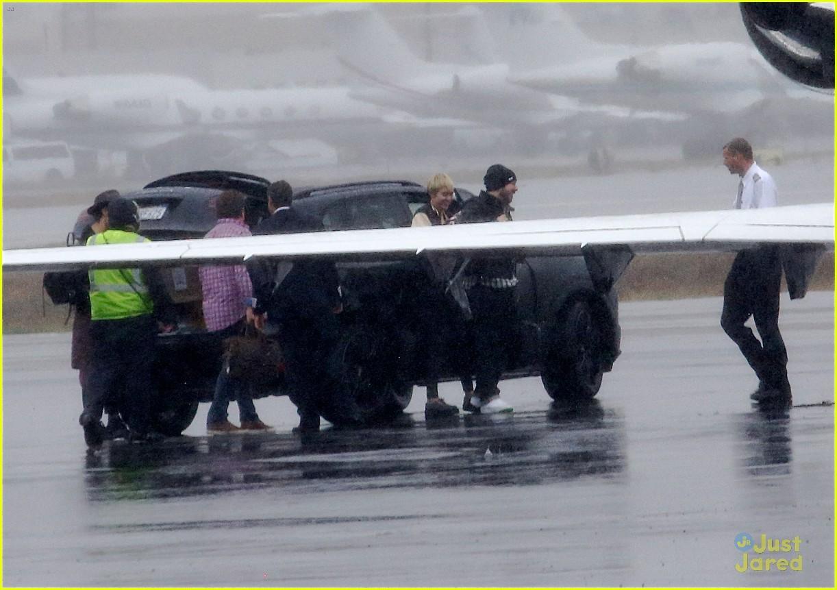miley cyrus patrick schwarzenegger on private jet 20