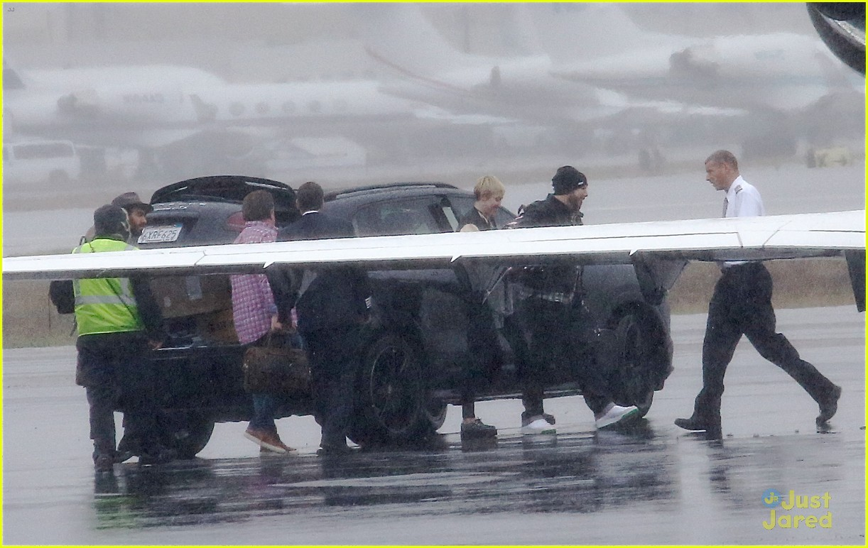 miley cyrus patrick schwarzenegger on private jet 21