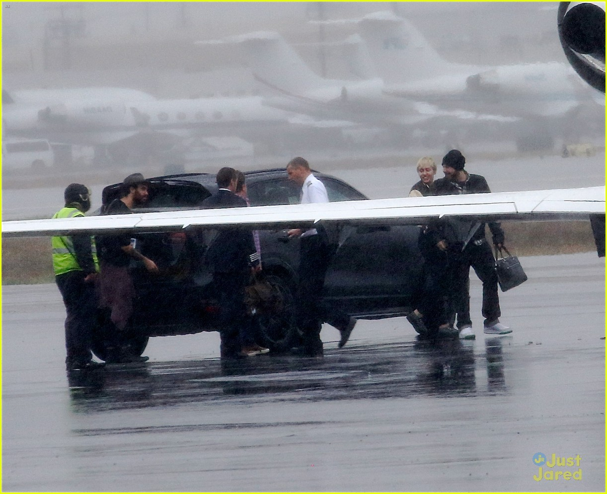 miley cyrus patrick schwarzenegger on private jet 24
