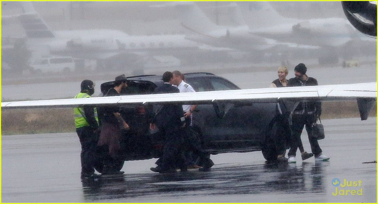 miley cyrus patrick schwarzenegger on private jet 25