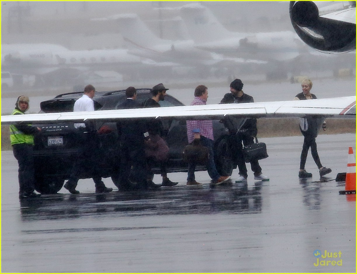 miley cyrus patrick schwarzenegger on private jet 29