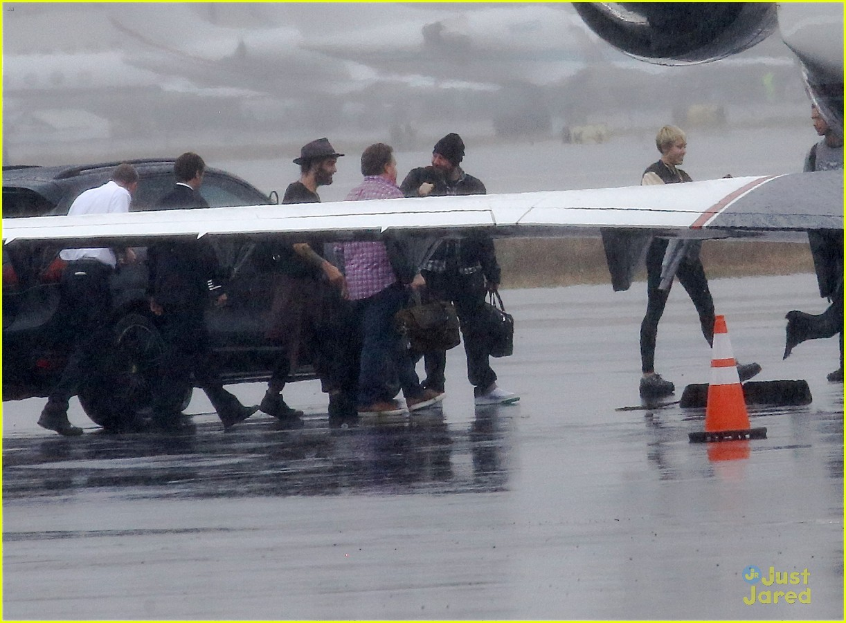miley cyrus patrick schwarzenegger on private jet 31