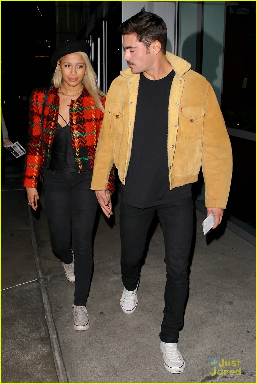 zac efron sami miro hold hands at lakers game date 10