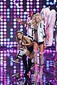 ariana grande smacked by angel wings 02