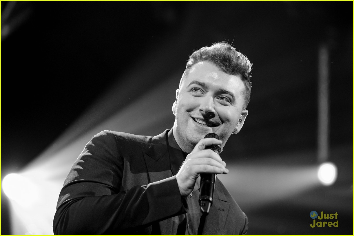 Sam Smith Merry Little Christmas Q102 Philly 14
