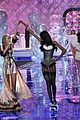 taylor swift victoria secret fashion show performance 18