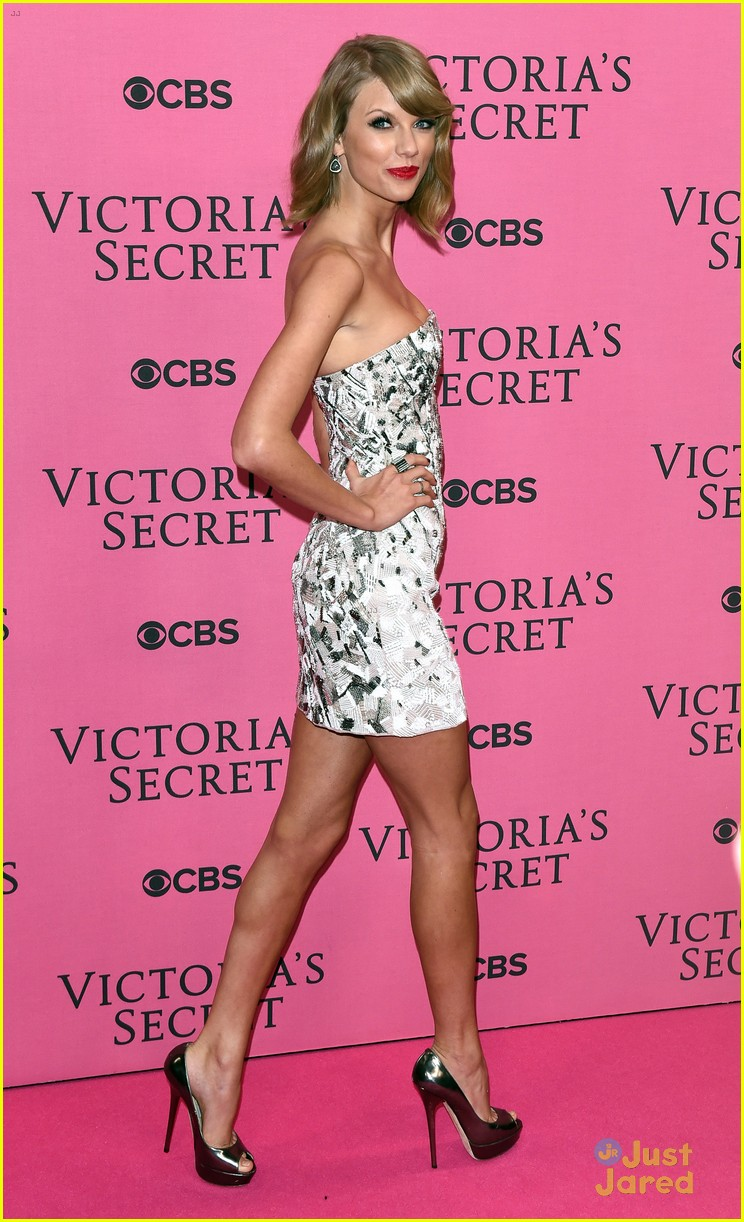 2019 year lifestyle- Secret victorias fashion show pink carpet fashion
