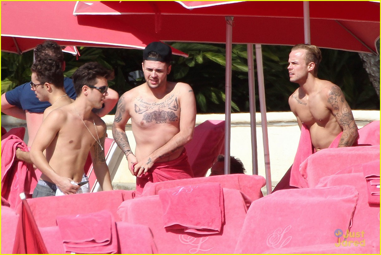 union j shirtless nathan sykes barbados beach 03