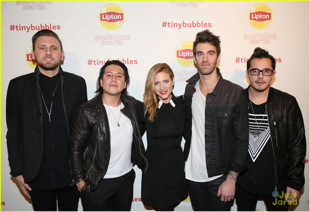 brittany snow jumps into the sundance scene with lipton 03