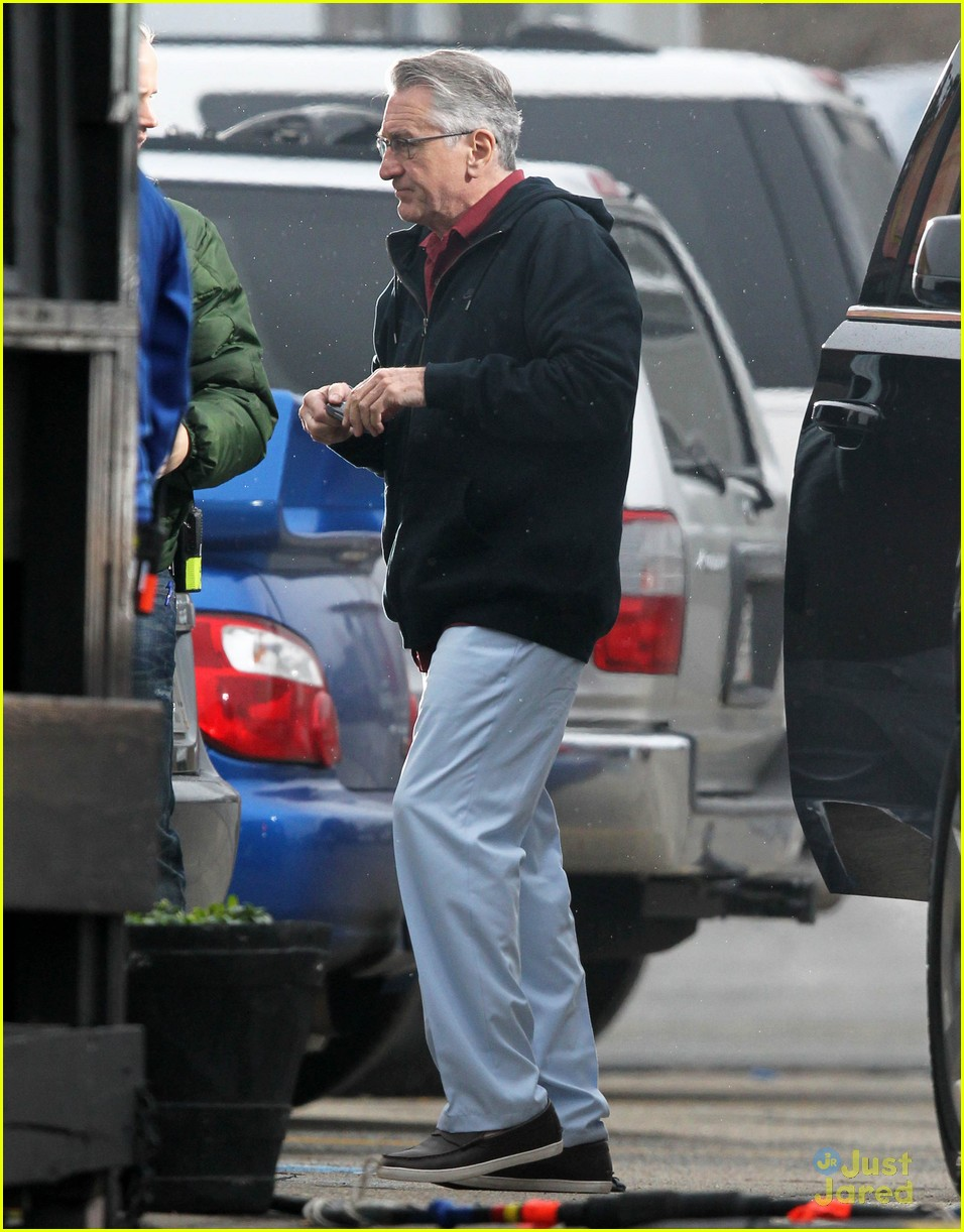 zac efron films dirty grandpa with robert deniro 18