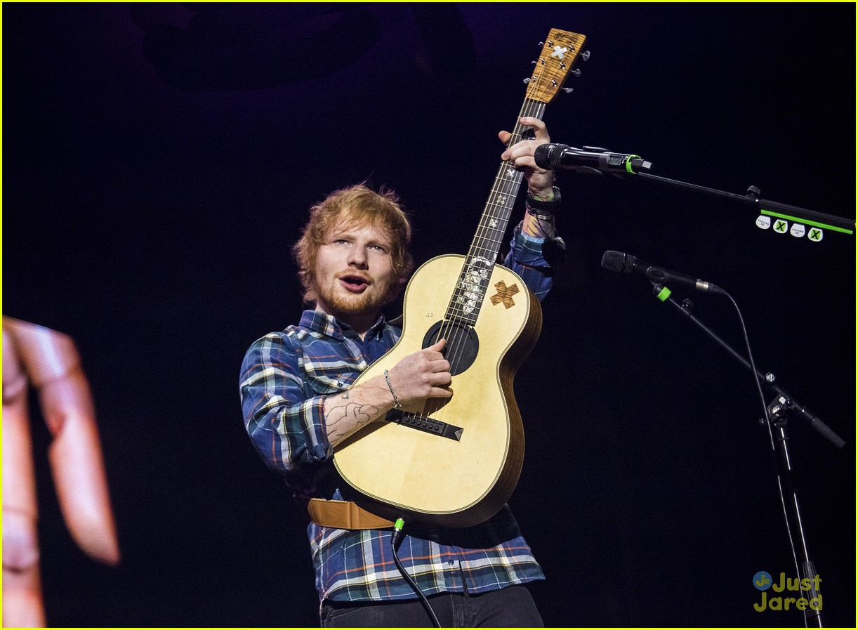 watch ed sheeran race a car on bbc 39 s 39 top gear 39 photo 768095 photo gallery just jared jr. Black Bedroom Furniture Sets. Home Design Ideas
