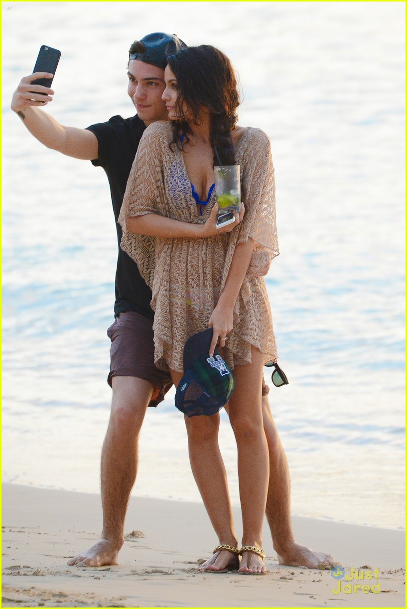 george shelley caterina lopez beach selfies barbados 26