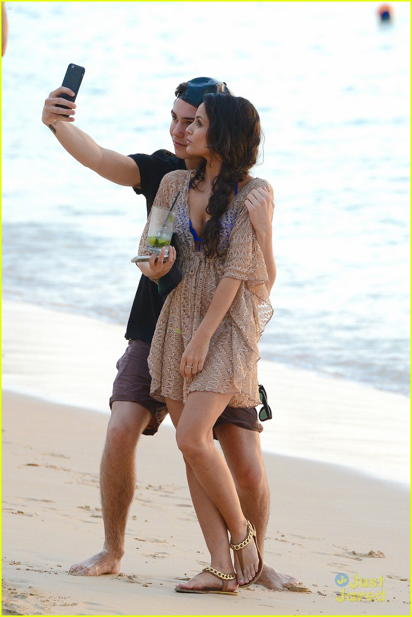 george shelley caterina lopez beach selfies barbados 32