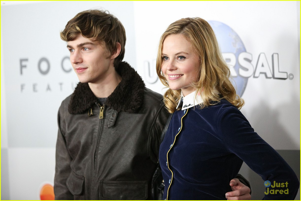 miles heizer sarah ramos nbc party golden globes 09